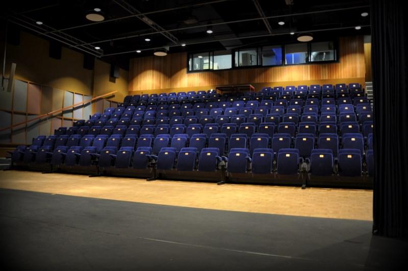 Theaterzaal-de-omval1
