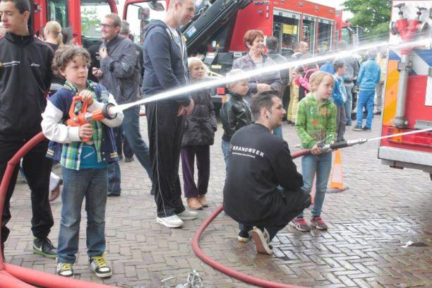 veiligheidsdag-brandweer-met-kinderen